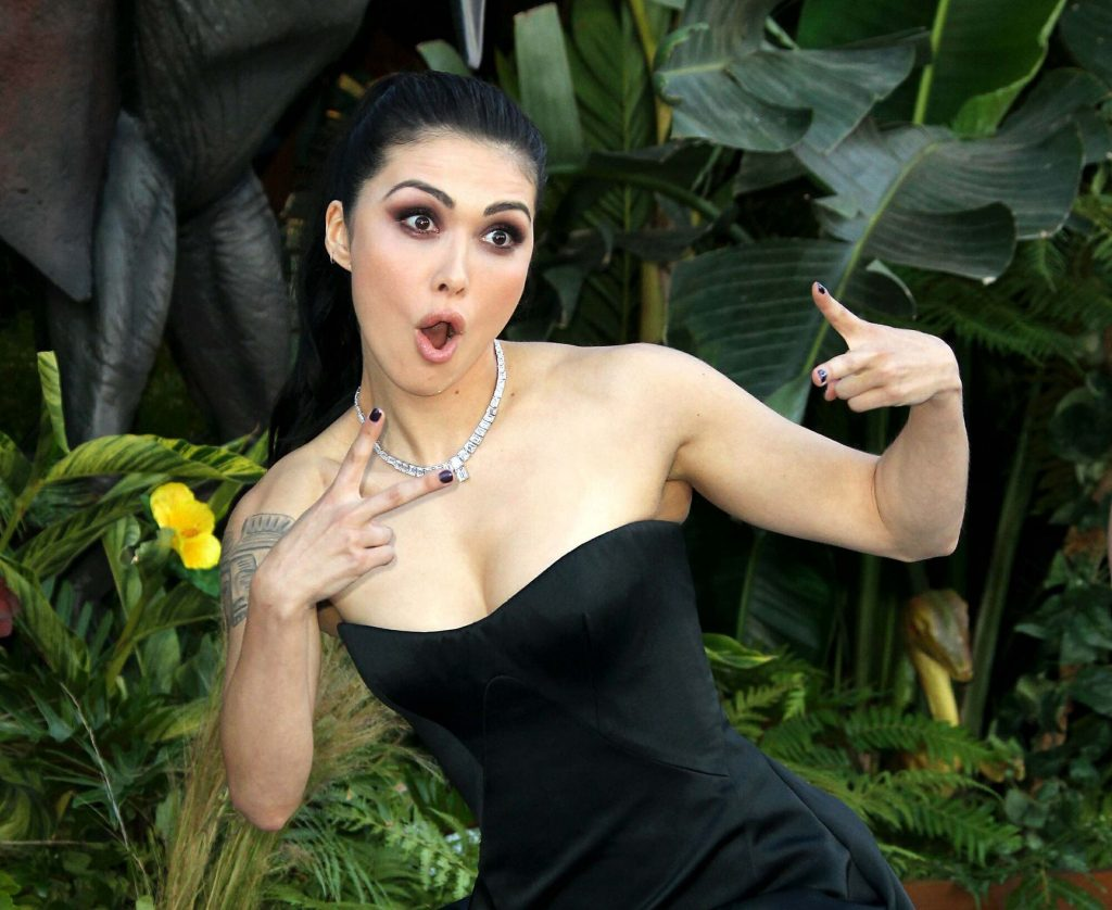 Daniella Pineda body measurements lips boob job