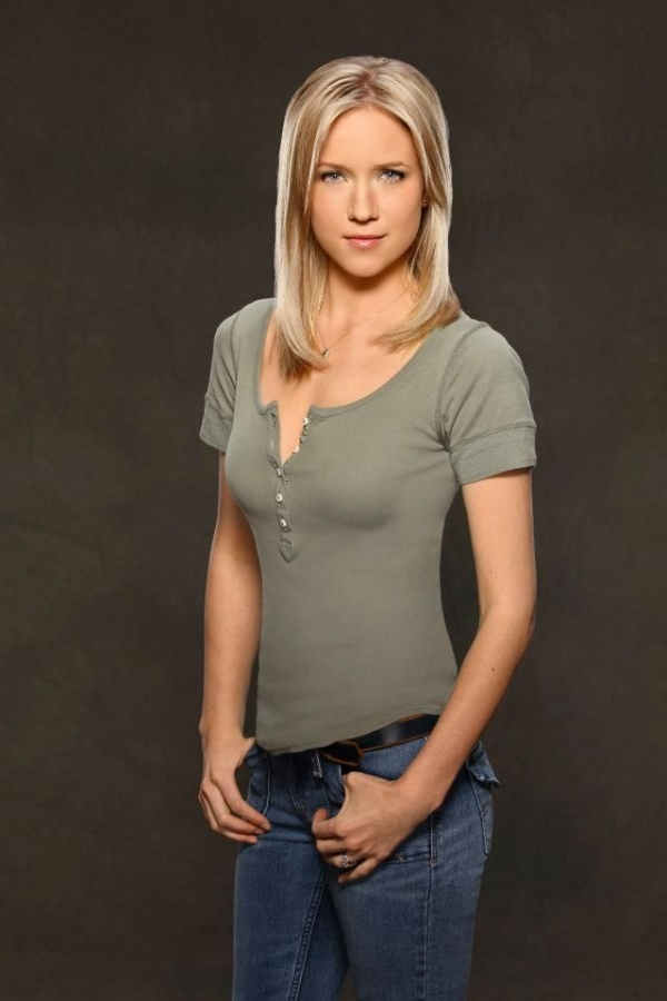 Jessy Schram before and after plastic surgery
